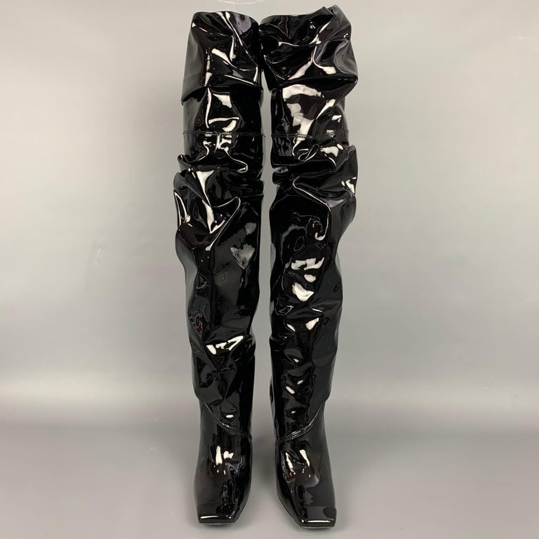 TOM FORD Size 7.5 Black Patent Leather Scrunched 105mm Boots In New Condition For Sale In San Francisco, CA