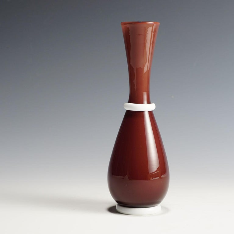 A purple Venini vase with lattimo inlay and glass base and ring on the neck. designed by Tomaso Buzzi for Venini, circa 1932. Murano Italy, model number 3473, no signature identifiable. Lit.: Marino Barovier, Tomaso Buzzi at Venini, Milano 2014,