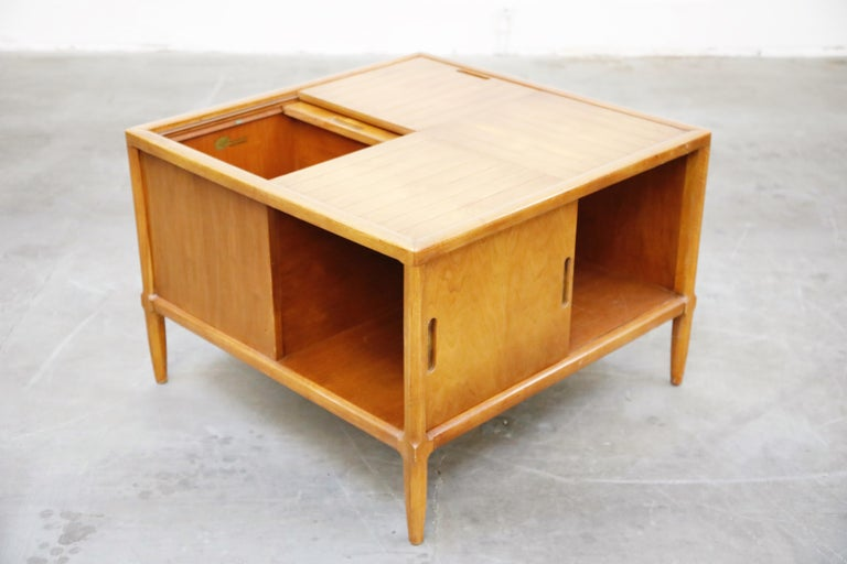 Mid-Century Modern Tomlinson Sophisticate Cocktail Bar and Storage Coffee Table, 1950s, Signed For Sale