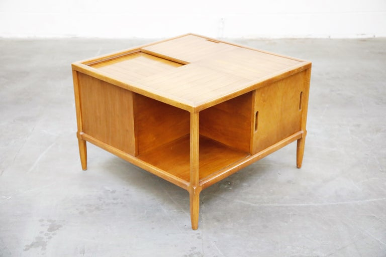 Tomlinson Sophisticate Cocktail Bar and Storage Coffee Table, 1950s, Signed In Good Condition For Sale In Los Angeles, CA