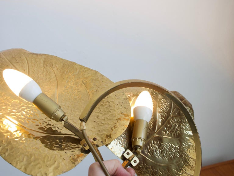 Tommaso Barbi Brass Leaves Table Lamp In Good Condition For Sale In Madrid, ES