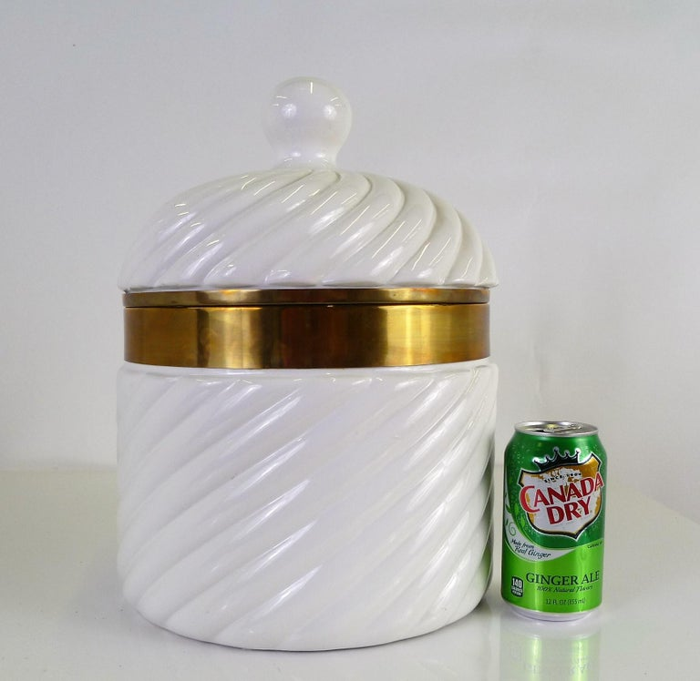 Tommaso Barbi Iconic Rope Swirl Ice Bucket Vessel in White Ceramic and Brass For Sale 2