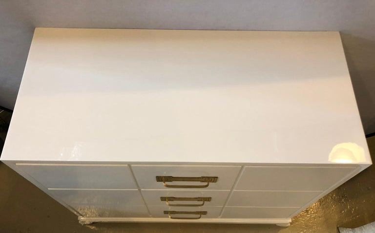 1960s Tommi Parzinger / Charak Modern White Lacquered Hollywood Regency Chest Commode For Sale