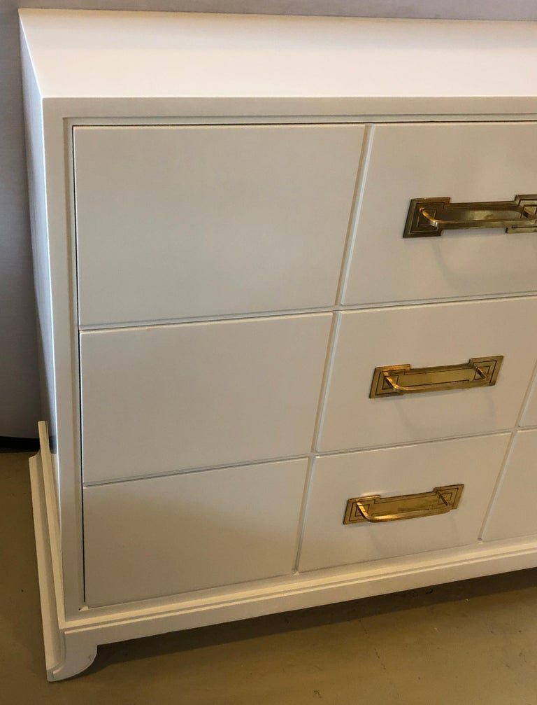 Tommi Parzinger / Charak Modern White Lacquered Hollywood Regency Chest Commode For Sale 1