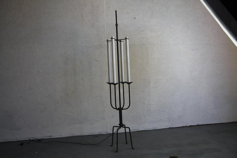 Tommi Parzinger Floor Lamp  In Good Condition For Sale In Asbury Park, NJ