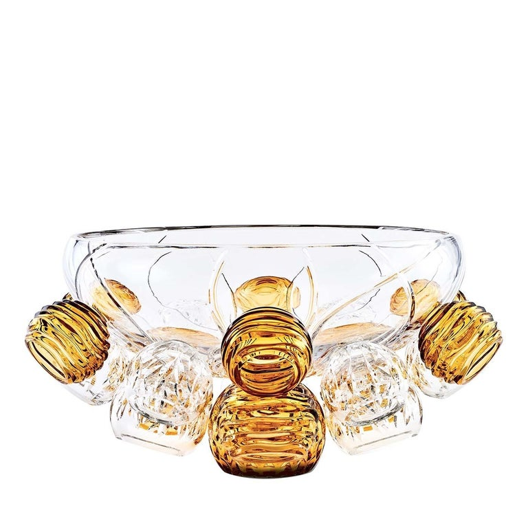 The original design of this unique bowl, its exquisite craftsmanship, and the use of fine crystal create a stunning object of functional decor that will not go unnoticed. Particularly suitable for a modern home, this bowl can be displayed as a large