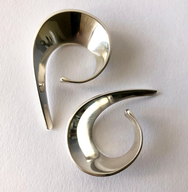 Tone Vigeland for Plus Sterling Silver Norwegian Modernist Sling Earrings In Good Condition For Sale In Los Angeles, CA