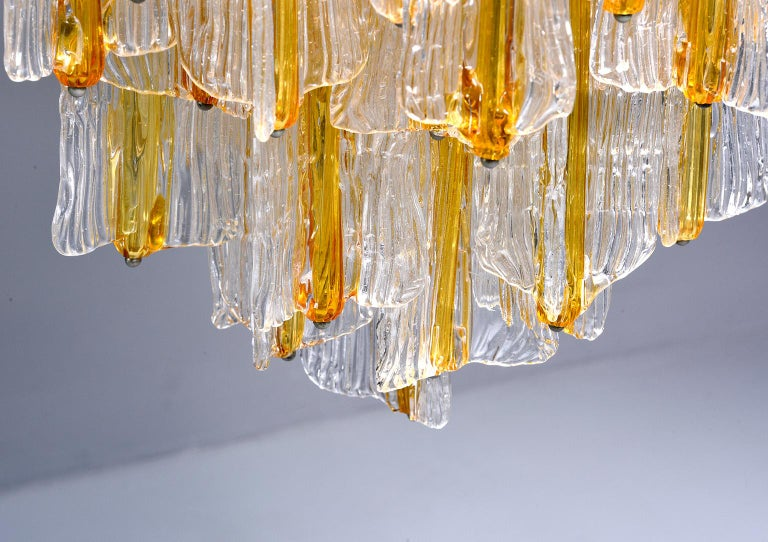 Metal Toni Zuccheri for Venini Chandelier in Two-Toned Glass For Sale