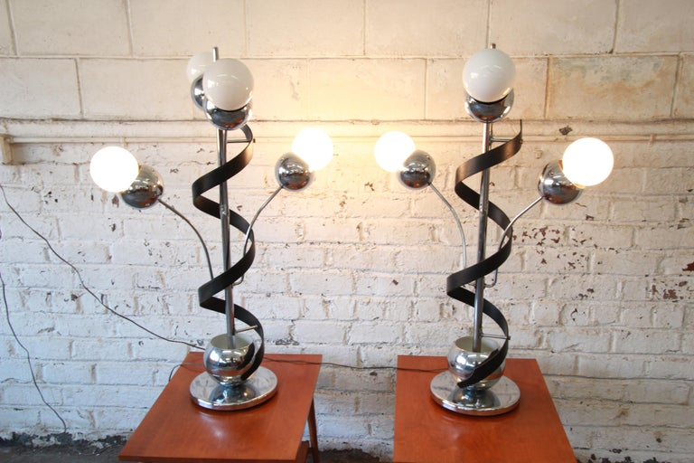 Torino Style Mid-Century Modern Chrome Sputnik Corkscrew Table Lamps, Pair In Good Condition For Sale In South Bend, IN