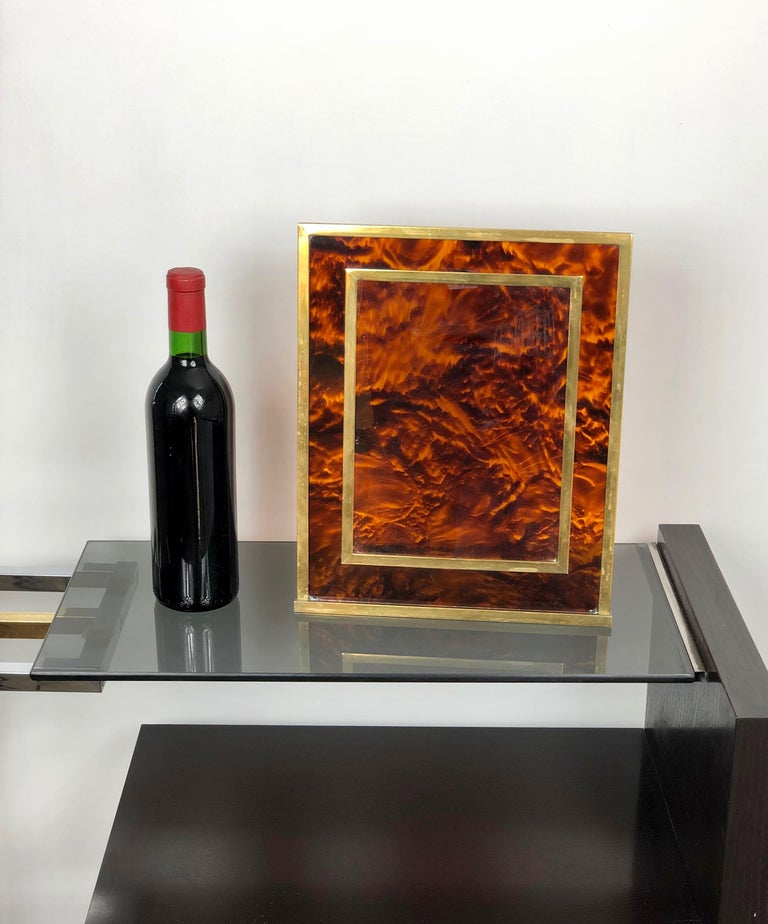 Tortoiseshell Lucite and Brass Picture Photo Frame Christian Dior Style, 1970s In Good Condition For Sale In Rome, IT