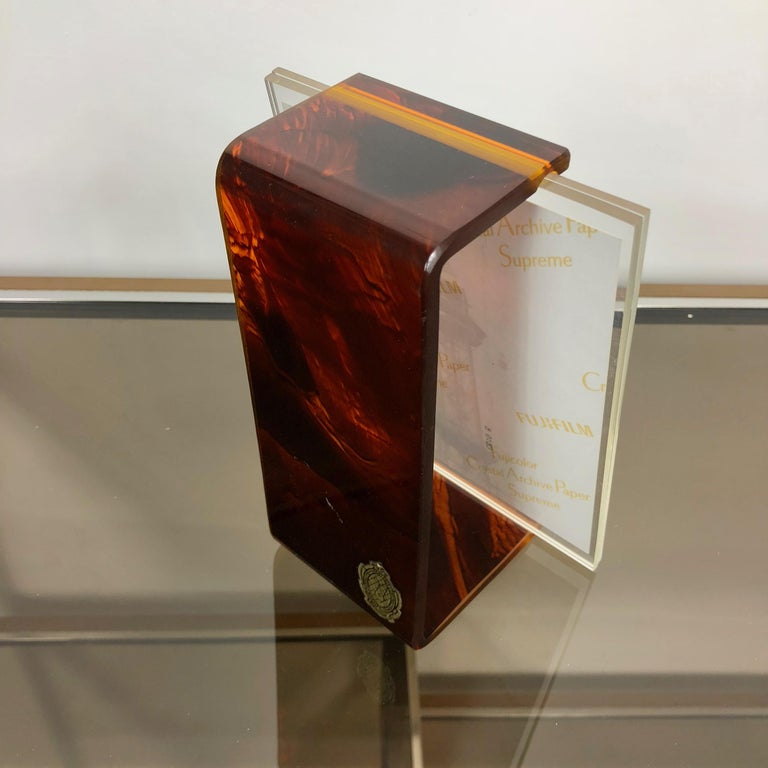 Tortoiseshell Lucite Picture Photo Frame Holder 1970s in Christian Dior Style In Good Condition For Sale In Rome, IT