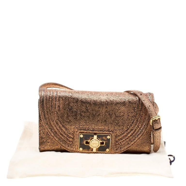 Tory Burch Rose Gold Textured Leather Clutch For Sale 6