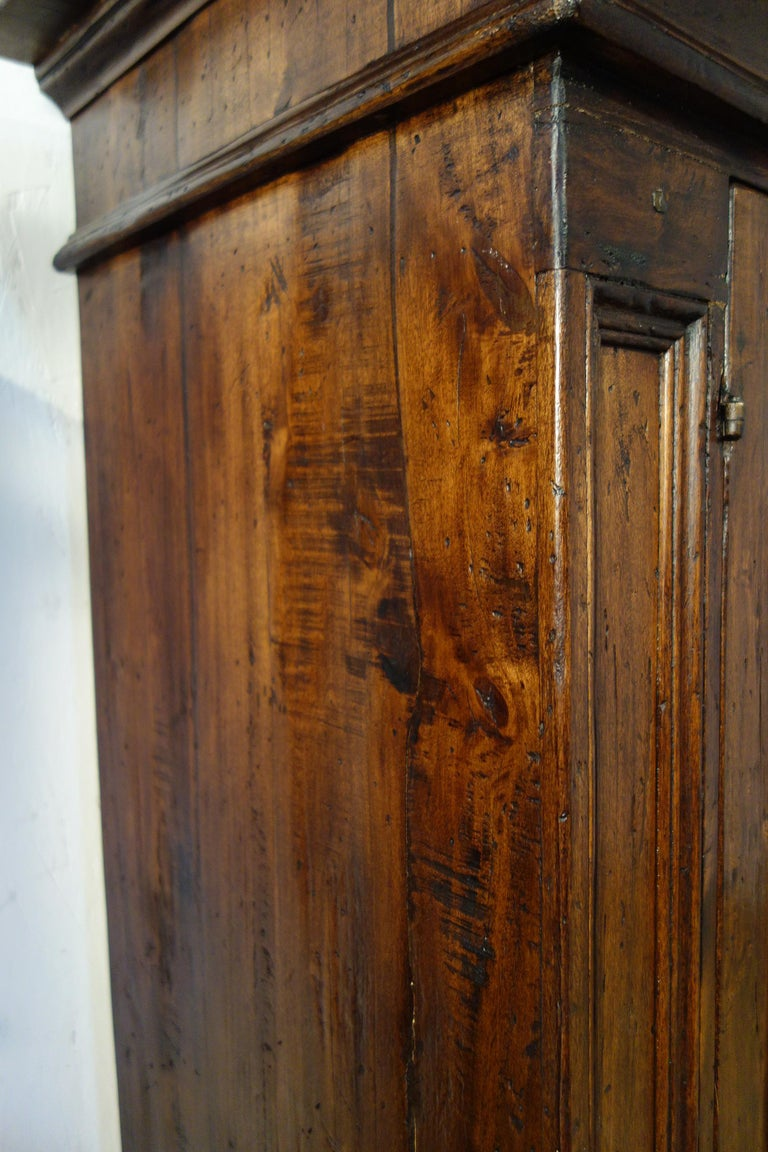 17th Century Style Italian Rustic Old Poplar Credenza Sideboard with 2 Doors In Excellent Condition For Sale In Encinitas, CA