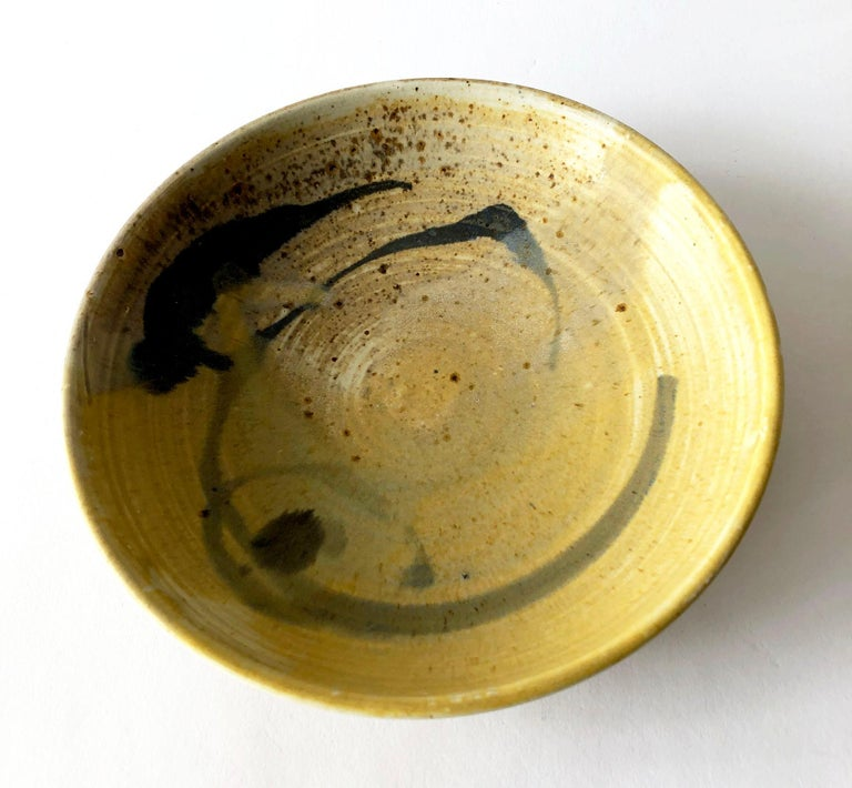 Mid-Century Modern Toshiko Takaezu Studio Pottery Low Bowl with Abstract Design For Sale