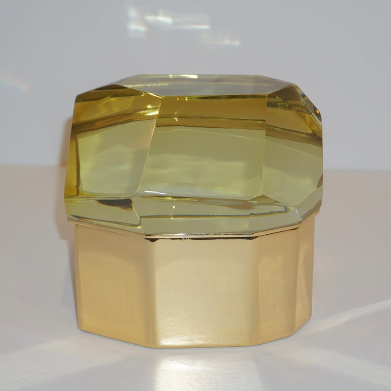 Toso Italian Modern Diamond-Shaped Gold Murano Glass and Brass Jewel-Like Box In Excellent Condition In New York, NY