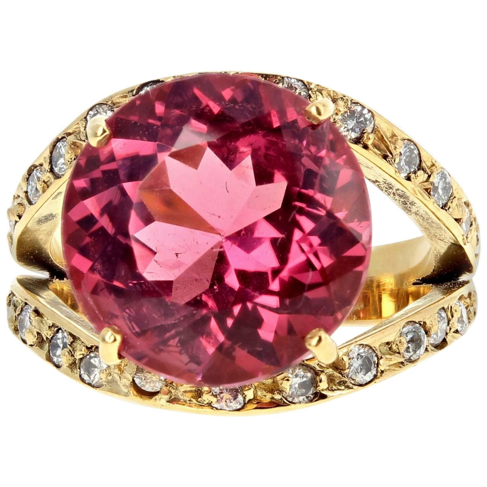 AJD Intense Glittering  8.36 Ct Tourmaline & Diamond 18 Kt Yellow Gold Ring