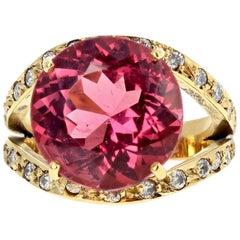 Tourmaline and Diamond 18 Karat Yellow Gold Ring