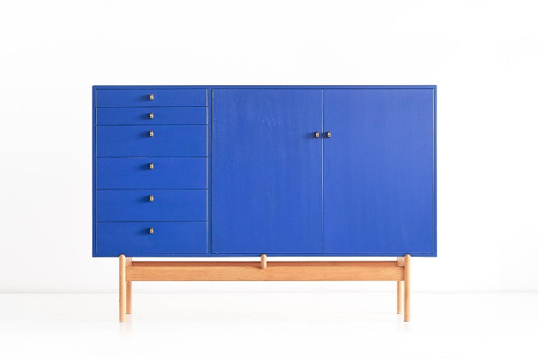 This striking cabinet was designed by Tove and Edvard Kindt Larsen and produced by the Swedish manufacturer Säffle Möbelfabrik in the early 1960s. This design was produced in two versions: one in entirely natural oak and a more rare version in blue