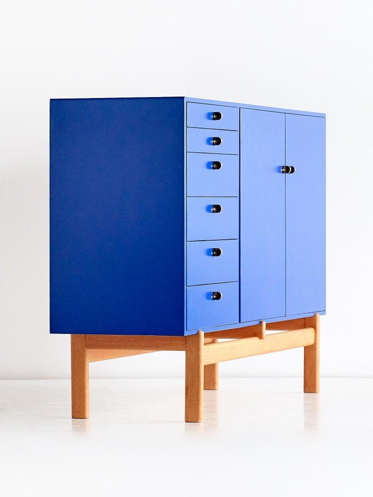 Swedish Tove and Edvard Kindt Larsen Cabinet in Oak and Brass, Säffle Möbelfabrik, 1960s For Sale