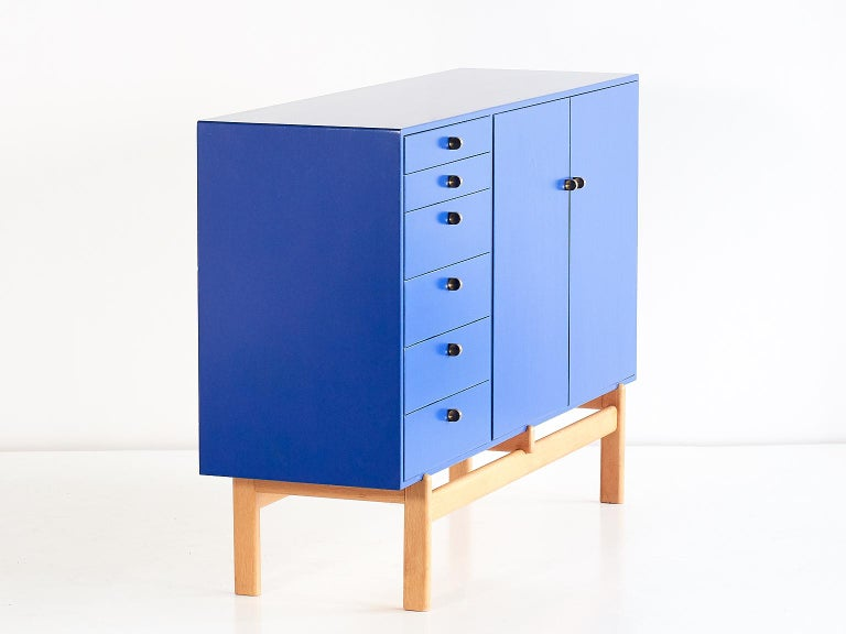 Tove and Edvard Kindt Larsen Cabinet in Oak and Brass, Säffle Möbelfabrik, 1960s In Good Condition For Sale In The Hague, NL