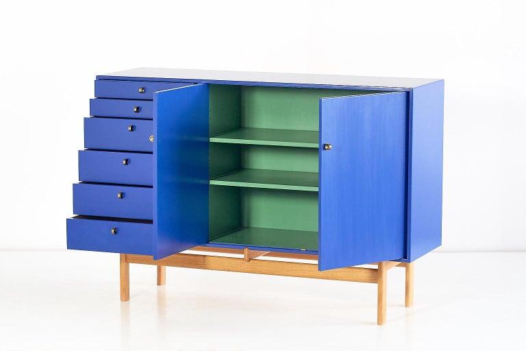 Tove and Edvard Kindt Larsen Cabinet in Oak and Brass, Säffle Möbelfabrik, 1960s For Sale 1