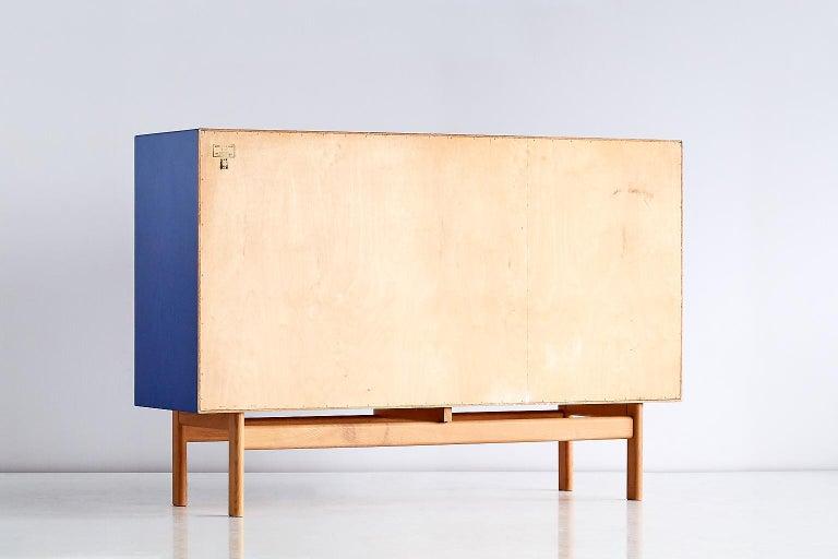 Tove and Edvard Kindt Larsen Cabinet in Oak and Brass, Säffle Möbelfabrik, 1960s For Sale 2