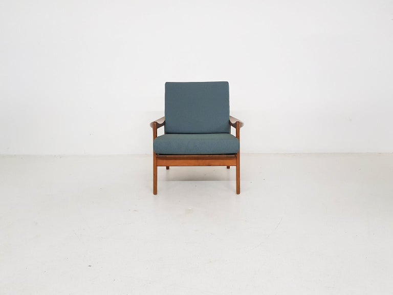 Scandinavian modern lounge chair, by Tove and Edvard Kindt-Larsen for Gustav Bahus, Norway made in the 1960s  It has a teak frame with new cushions and new green upholstery.  Nice lounge chair with a nice organic shape and beautiful midcentury