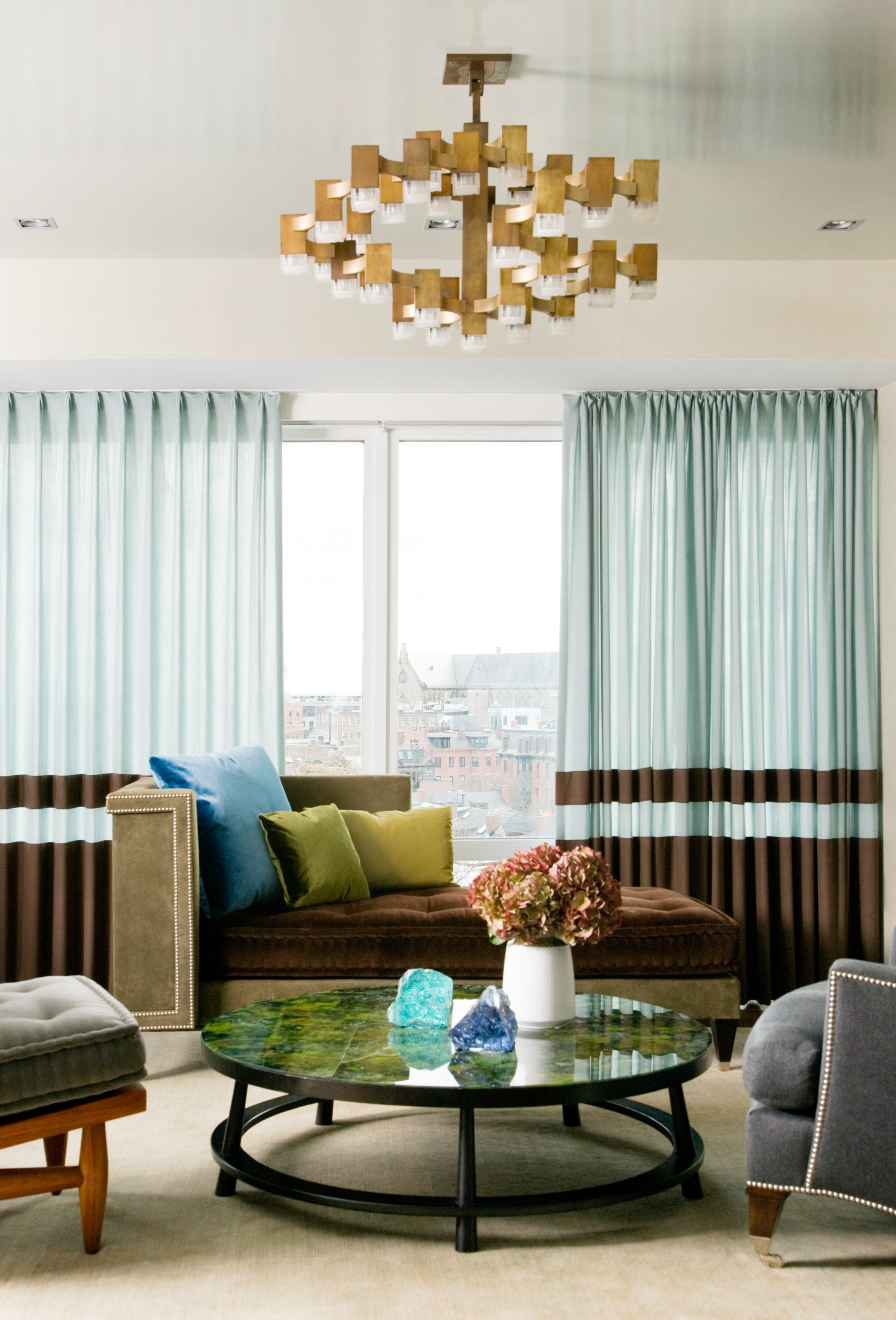Living Room by Frank Roop Design Interiors