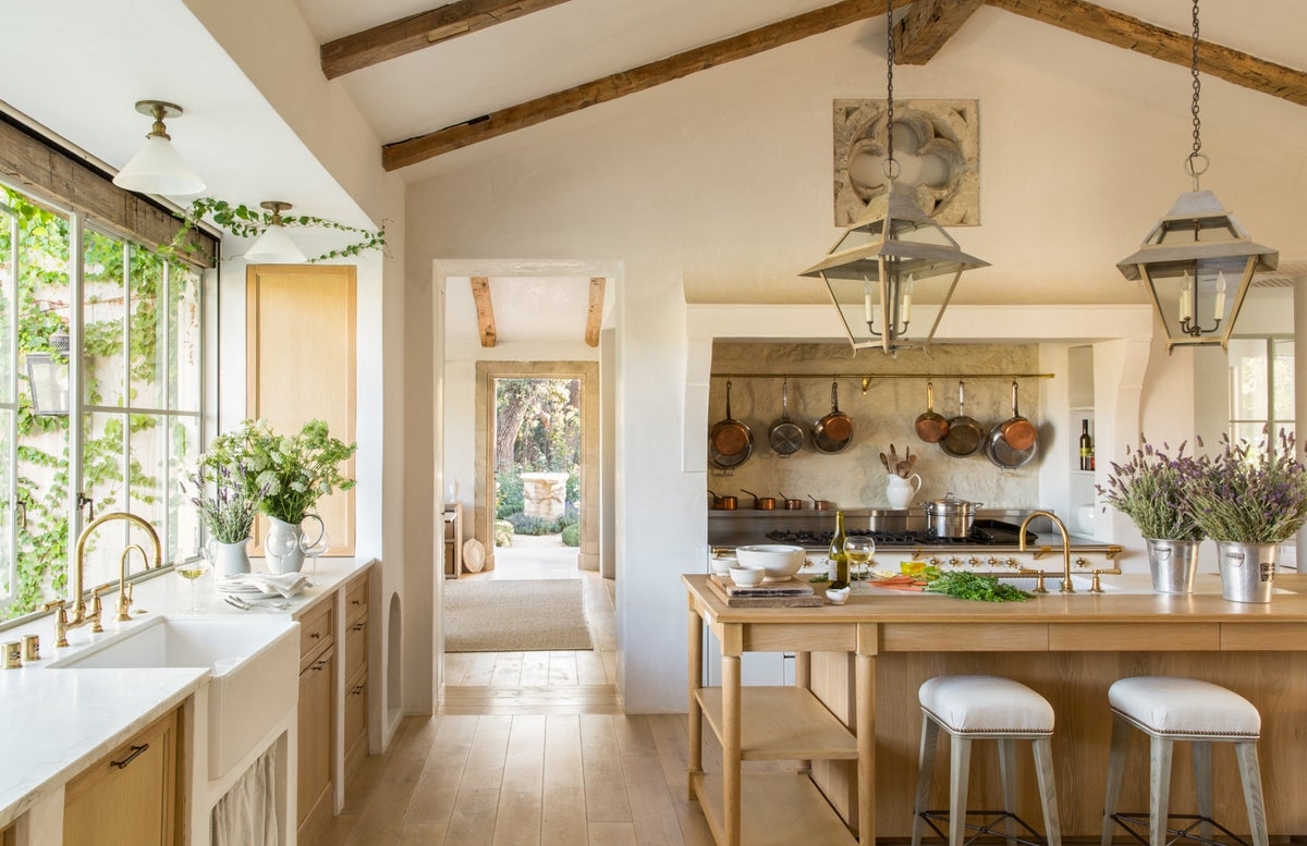 10 Gloriously Gorgeous Modern Farmhouse Kitchen Ideas