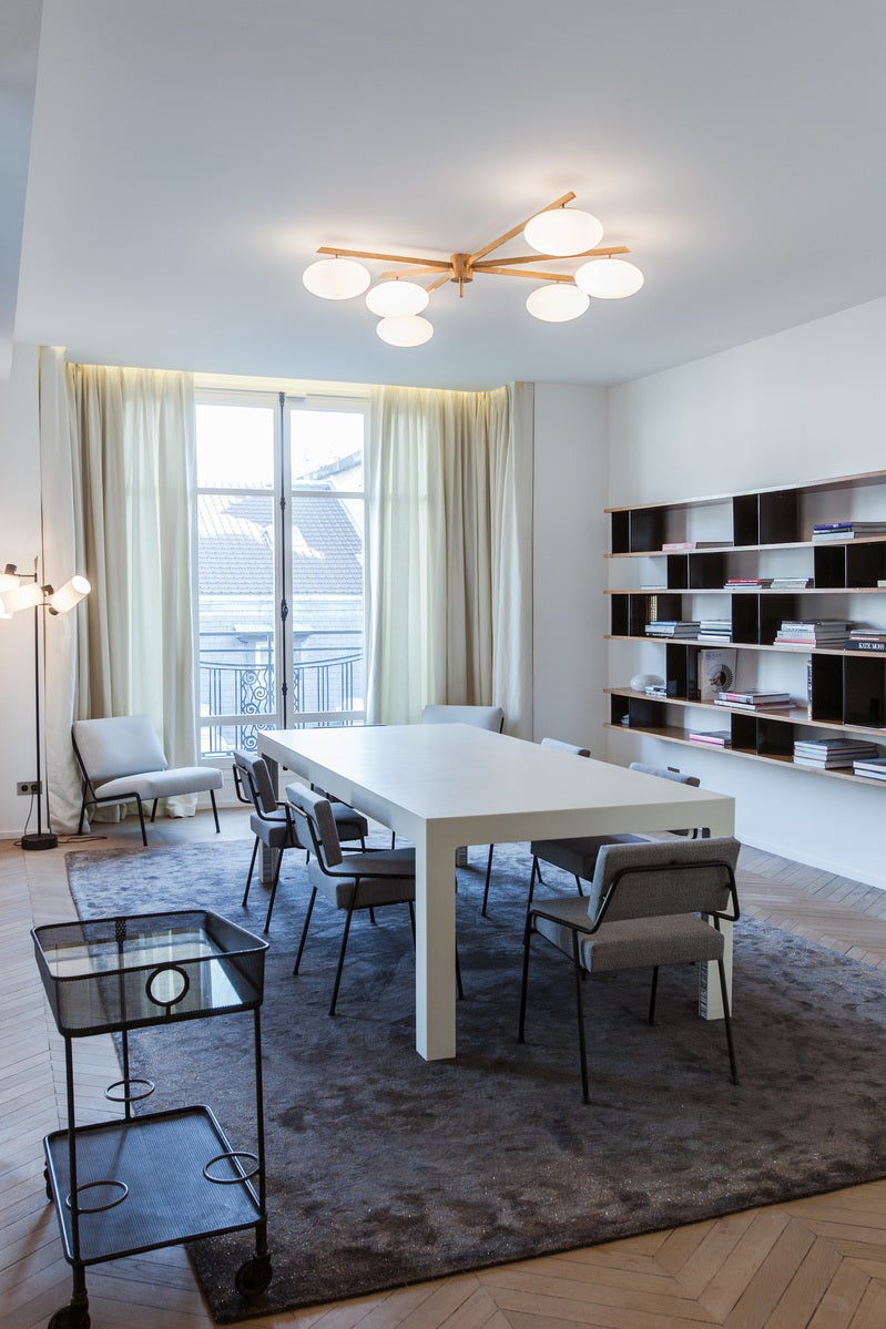 Contemporary dining room in paris fr by isabelle for Best dining rooms paris