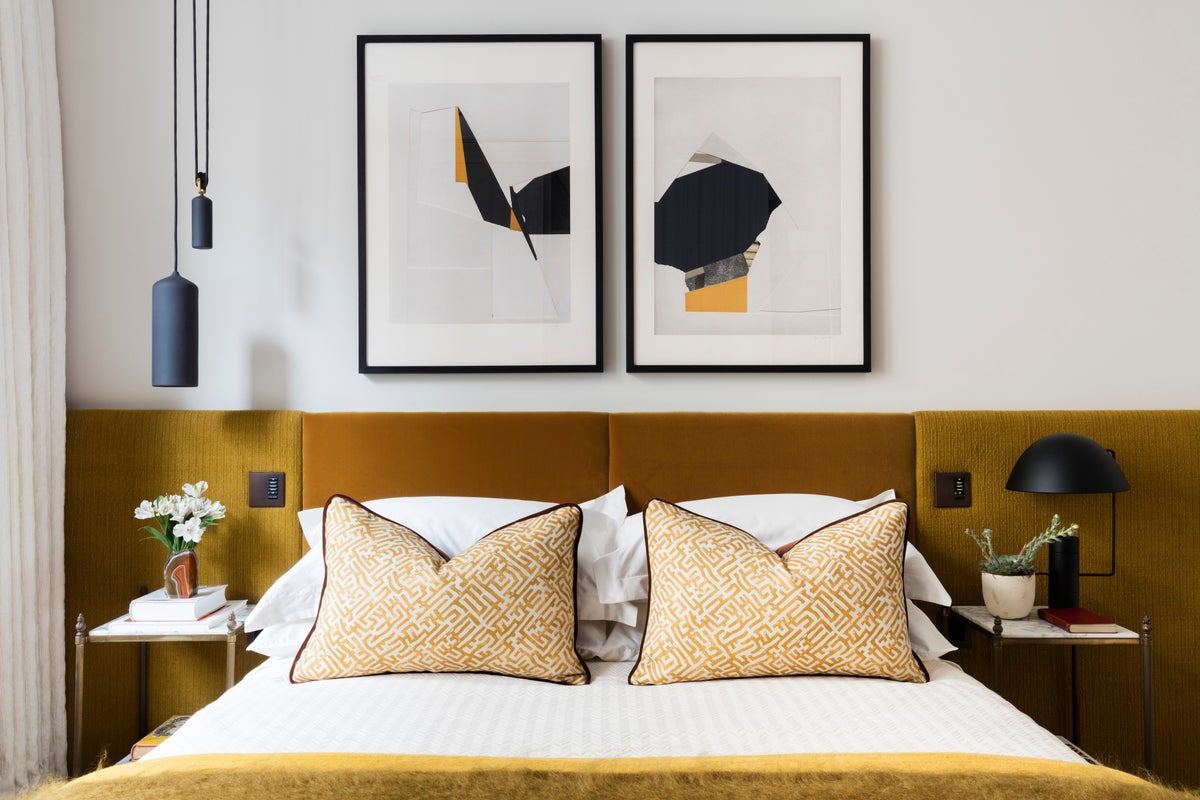 Mid century modern bedroom in gb by studio ashby for Mid century modern master bedroom