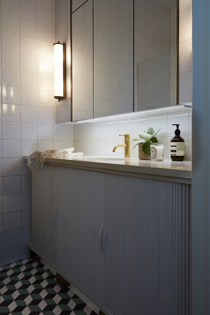Contemporary bathroom in london gb by beata heuman ltd for Holland kitchen bathroom design ltd