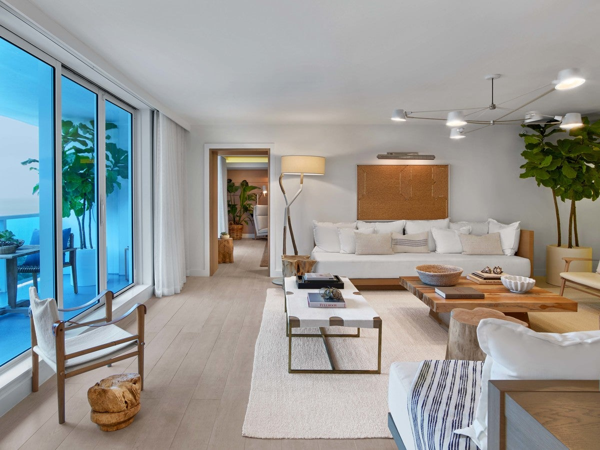 Modern Living Room In Miami Beach Fl By Meyer Davis