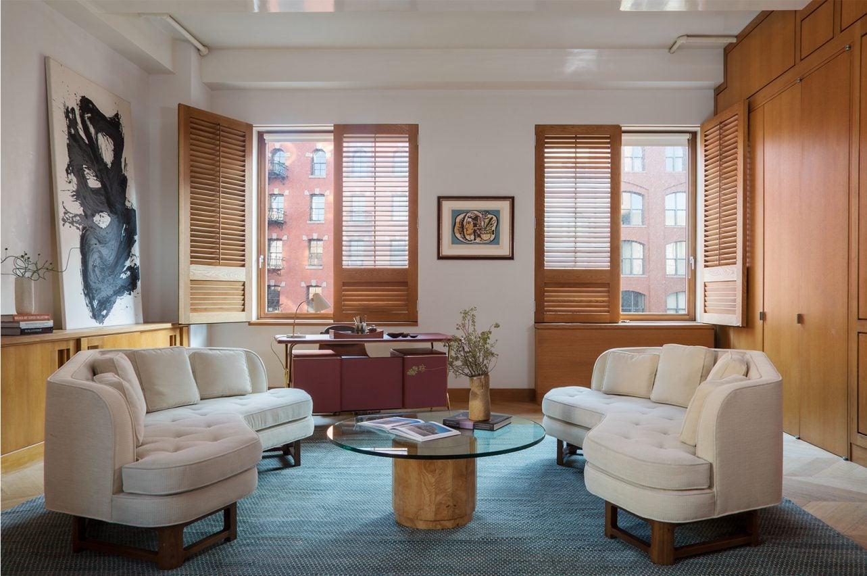 Tribeca Apartment. By Laura Santos Interiors. Mid Century Modern
