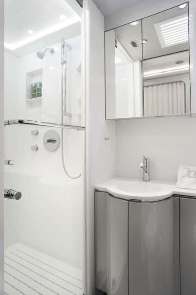 Transportation Bathroom. Private Coach by Joe Serrins Architecture Studio.