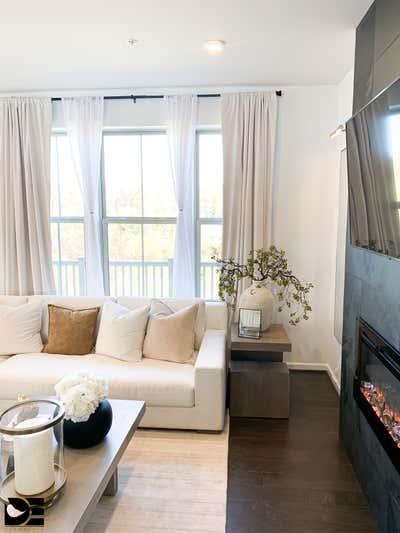 Contemporary Living Room. Modern Living by Decorelle LLC.