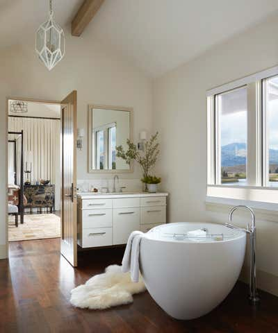 Western Bathroom. Jackson Hole Ranch House Modern by Tichenor and Thorp Architects.