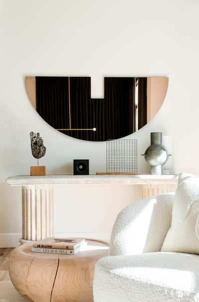 Modern Living Room. Ross Residence by Studio AHEAD.