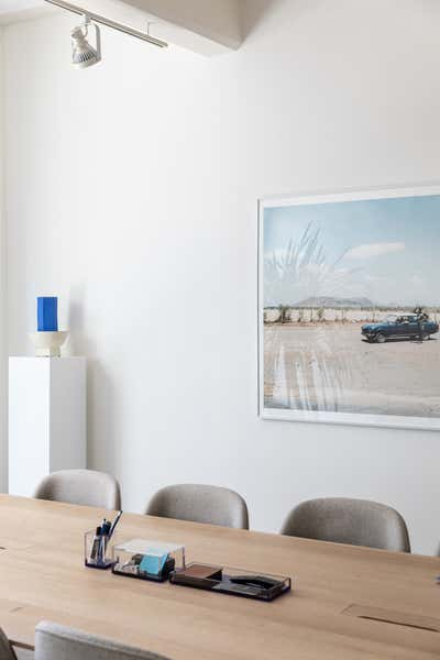 Modern Meeting Room. Parabola HQ by Michael Hilal.