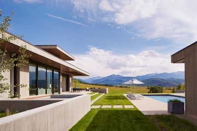 Western Exterior. Mountain Modern by Robbins Architecture.