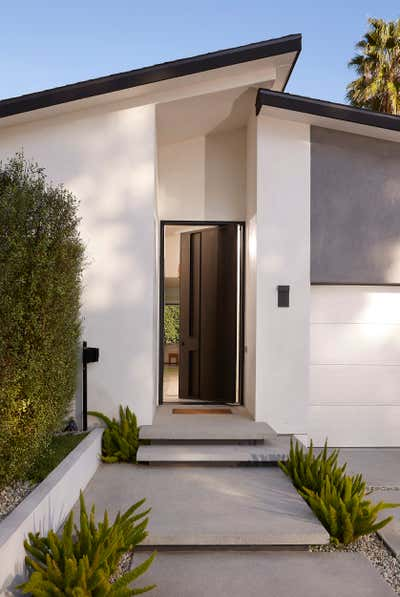 Western Exterior. The Hamptons in Studio City by 22 INTERIORS.