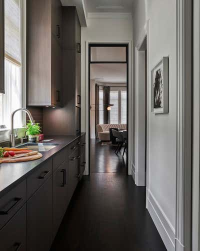 Contemporary Pantry. Lincoln Park II by Studio Gild.