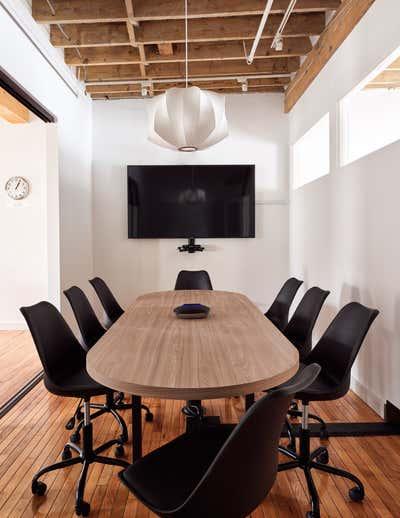Office Workspace. Lofty Newsroom  by Fontana & Dames.