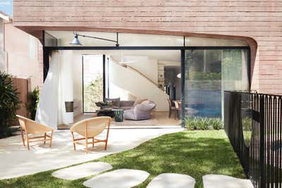 Contemporary Patio and Deck. La Casa Rosa by Arent&Pyke.