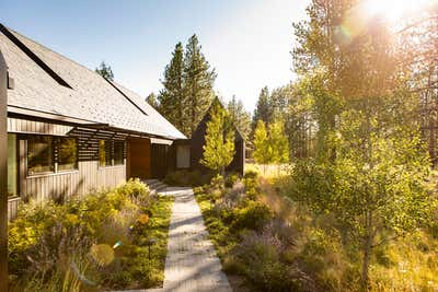 Country Exterior. Bend by Reath Design.