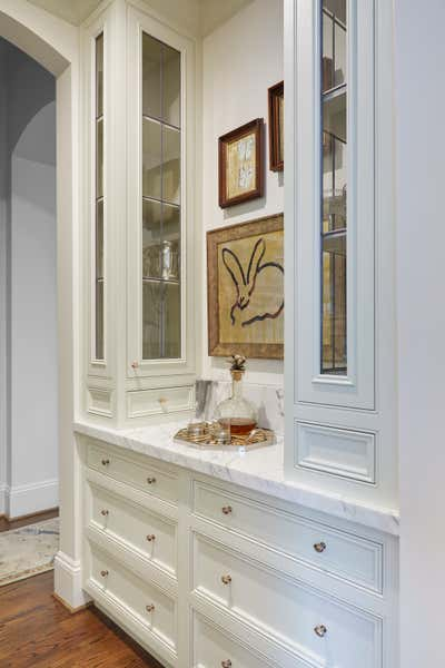 Transitional Pantry. Bar Pantry by Cantley & Company, Inc.