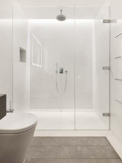 Mid-Century Modern Bathroom. Chelsea Townhouse by Woolf Interior Architecture & Design.