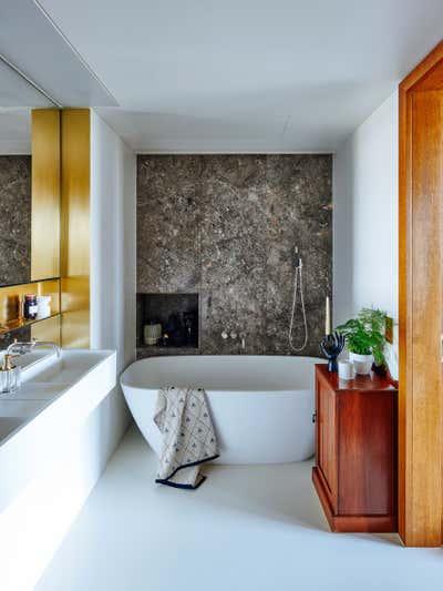 Mid-Century Modern Bathroom. Gasholders by Woolf Interior Architecture & Design.