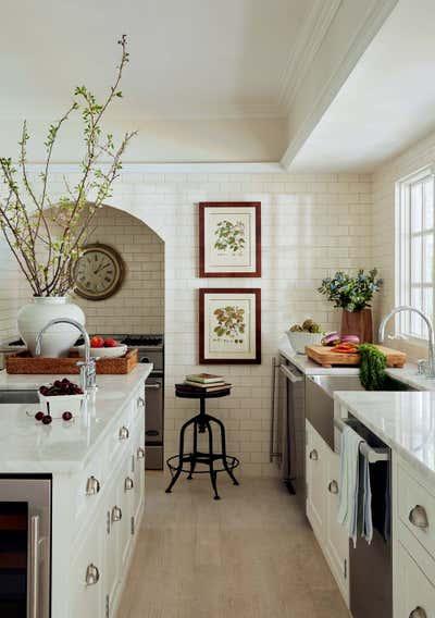 Arts and Crafts Kitchen. Hamptons Residence by CARLOS DAVID.