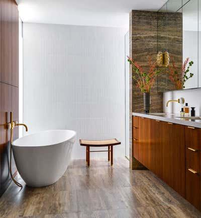 Mid-Century Modern Bathroom. LA CASA BEA by Luisfern5 Creative Design Agency.